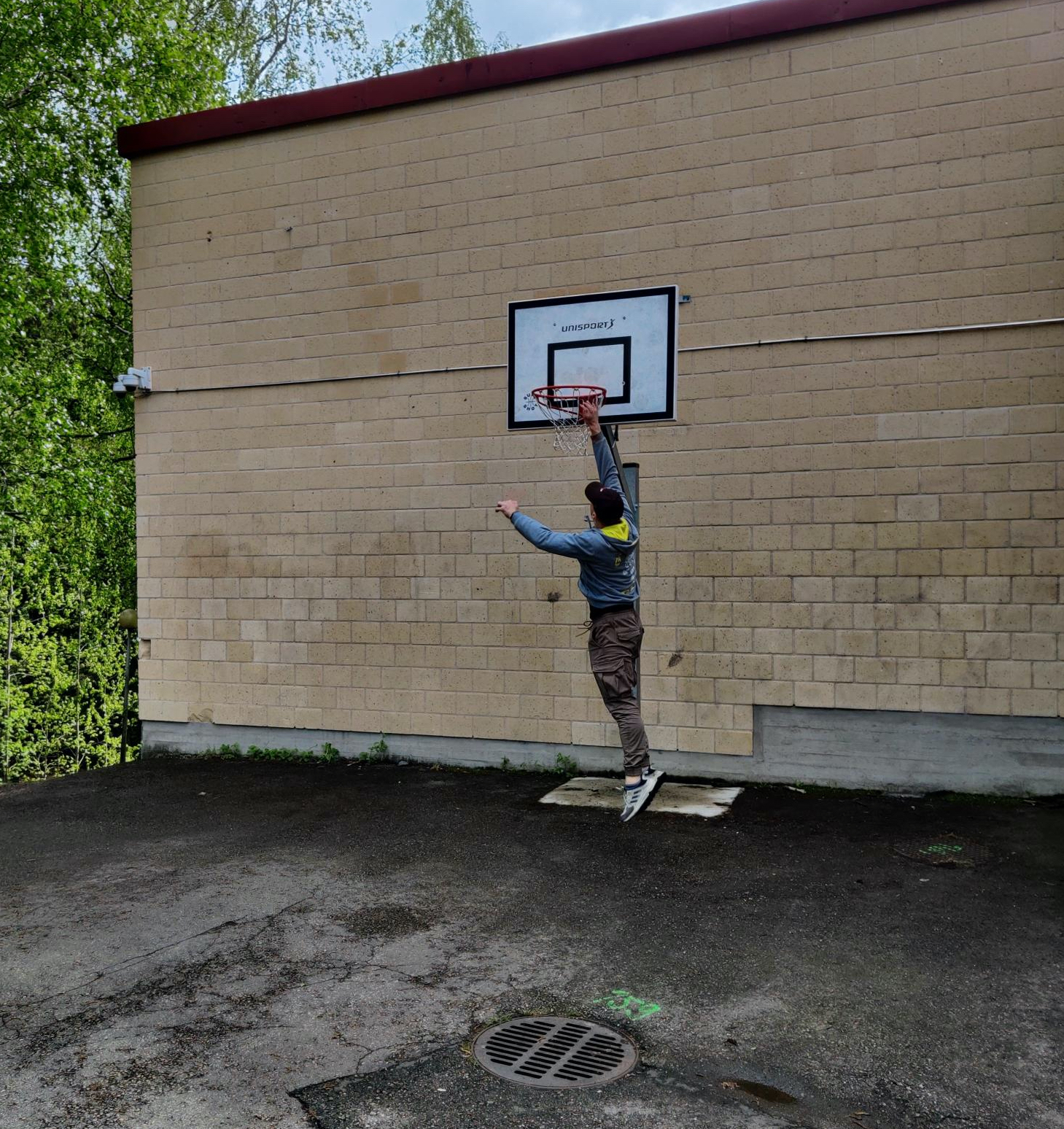 Pietro Saari pelaa koripalloa